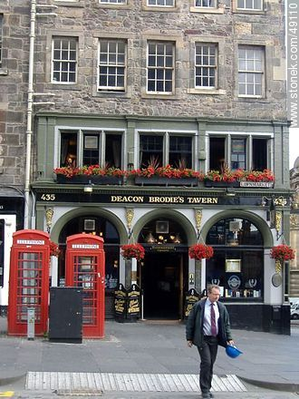 Deacon Brodie's Tavern en la calle Lawnmarket, The Royal Mile. - Fotos de Edimburgo - Capital - Escocia - ISLAS BRITÁNICAS. Imagen #49110