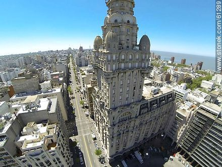 Aerial photo of Palacio Salvo and 18 de Julio Avenue - Photos of downtown, URUGUAY. Image #61289