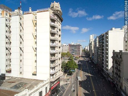 AeAerial photo of the avenues 18 de Julio and Constituyente - Photos of downtown, URUGUAY. Image #65248