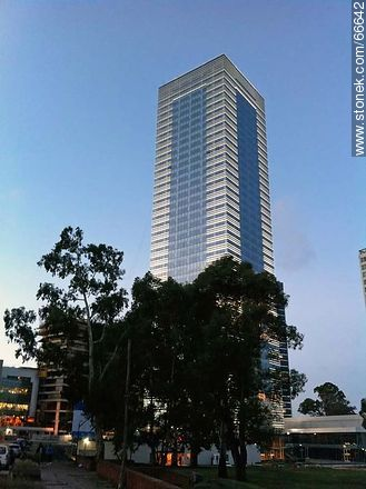 Tower 4 of the World Trade Center Montevideo - Photos of Buceo quarter, URUGUAY. Image #66642
