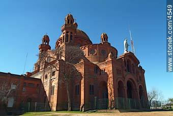 Cerrito de la Victoria church - Photos of Cerrito de la Victoria, URUGUAY. Image #4549